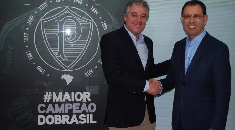 O presidente do Palmeiras, Paulo Nobre (a esq.) e o empresário Carlos Wizard Martins (divulgação)